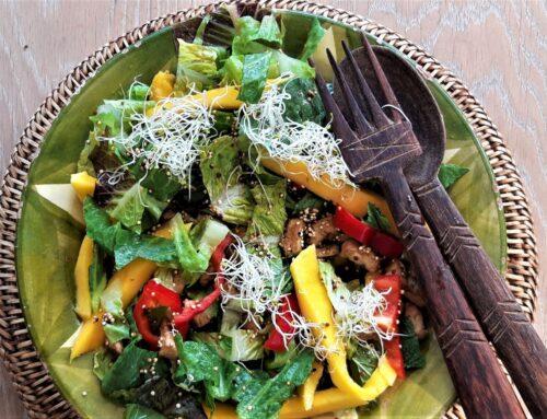 Salade met mango en tofoe