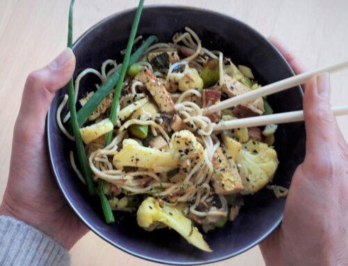 Noedels met bloemkool shiitake en tofu